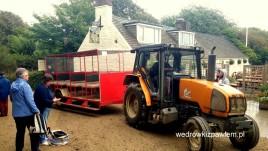 03, Sark, transport traktorowy do centrum