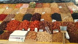 14- suszone owoce na bazarze