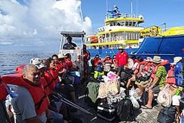 07- transport ze statku na atol Fakaofa