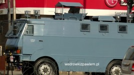6- Srinagar, pojazd wojska w centrum miasta