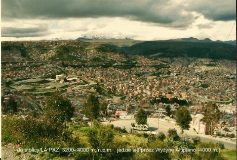 do stolicy LA PAZ: 3200- 4000 m. n.p.m. , jedzie sie przez Wyzyne Altiplano (4000 m.)