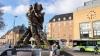 Dania, dziwaczny pomnik przed dworcem Odense