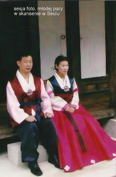 sesja foto. mlodej pary w skansenie w Seulu,Azja, Seul,palac krolewski,podroz,globtroterzy polscy,lodzki podroznik,