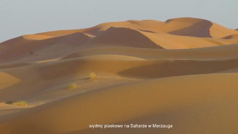 wydmy piaskowe, na Saharze, w Merzauga,