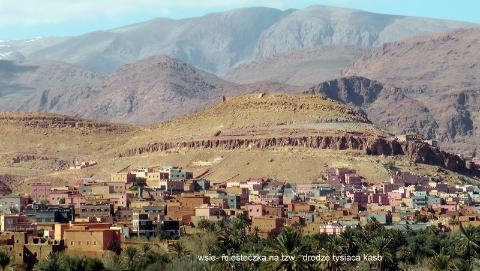 wsie- miasteczka, na tzw.  drodze tysiaca kasb,