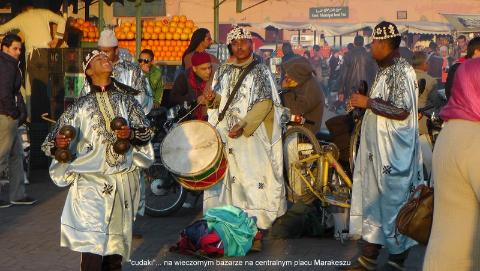 'cudaki'... na wieczornym bazarze, na centralnym placu Marakeszu,