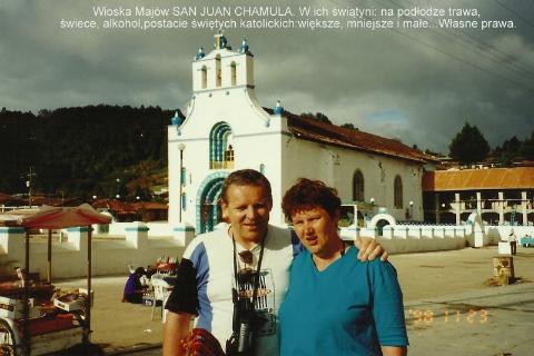 Wioska Majow SAN JUAN CHAMULA. W ich swia…tyni: na podlodze trawa, swiece, alkohol,postacie swietych katolickich,wieksze, mniejsze i male,Wlasne prawa.