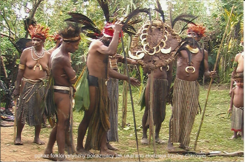 pokaz folklorystyczny pokazujacy jak ukarano zlmorze bismarcka,garoka,mont Hagen,sepik,dom duchow,wewak,odzieja trzciny cukrowej.