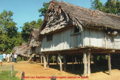 wioski nad Sepikiem, i jego odnogami ,zawsze na palach