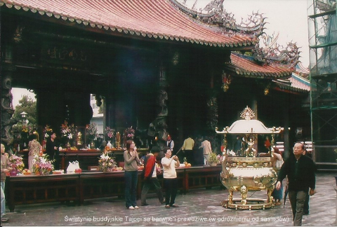 swiatynie buddyjskie Tajpei sa barwne i prawdziwe (w odrzznieniu od sasiadow),wyspa,Taj Pej,Czang Kaj szek, polski globtroter,prelekcje,spotkania,filmy z wypraw,podróży,