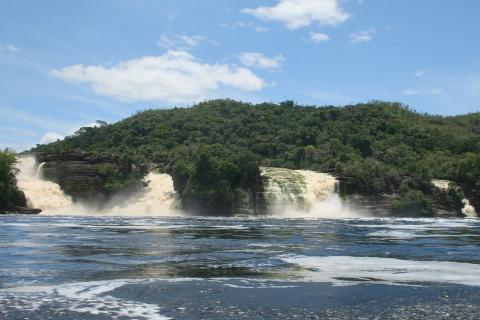 najwyższy wodospad świata,salto Angel,Canaima,dzika dżungla,tajemnicze tepui,