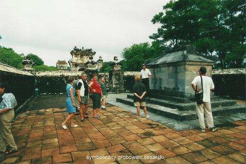 symboliczny grobowiec cesarski,Azja, hue,hanoi,halong, prelekcje,spotkania,fimy podroznicze,podroznik,