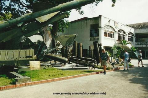muzeum wojny amerykansko- wietnamskiej,Azja, hue,hanoi,halong, prelekcje,spotkania,fimy  podroznicze,podroznik,