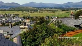 11, widok z Harlech na szczyty Snowdonii