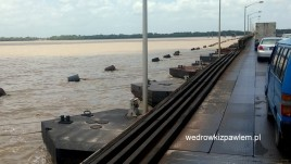 09- ponad 2 km most pontonowy na Demerara River