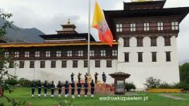 14- Taschiho Dzong - Twierdza, zmiana flagi