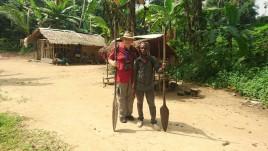 Kamerun, Pigmeje,-fotka-z-moim-gondolierem-carlosem