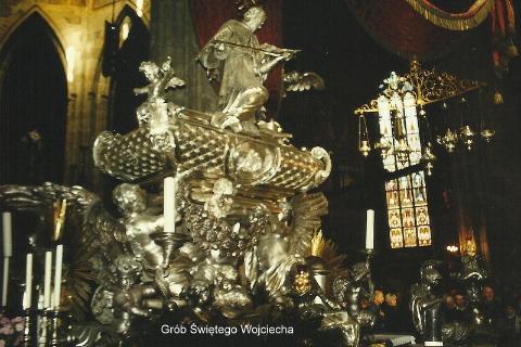 Grob Swietego Wojciecha,poludniowy sasiad,Praga,zlota Praga, Skalne Miasto,