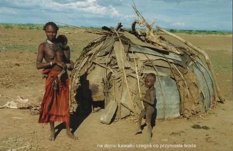 na domu kawalki czegos co przyniosla woda,Afryka,Addis Abeba,plemiona , Omo,Hamar,Hamer,Mursi.Bana