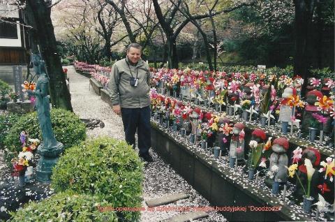 figurki opiekujace sie dziecmi przy swiatyni buddyjskiej,wyspy Japonskie,Tokio,Kioto, Expo,palac cesarski,podroze,lodzianin,