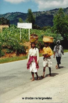 w drodze na targowisko,ocean indyjski, wyspa,antananariva, lemury,podroze,filmy podroznicze,