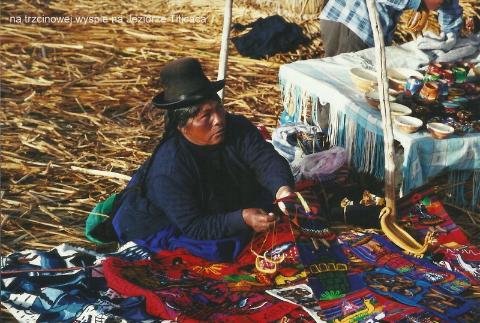 na trzcinowej wyspie, na Jeziorze Titicaca,